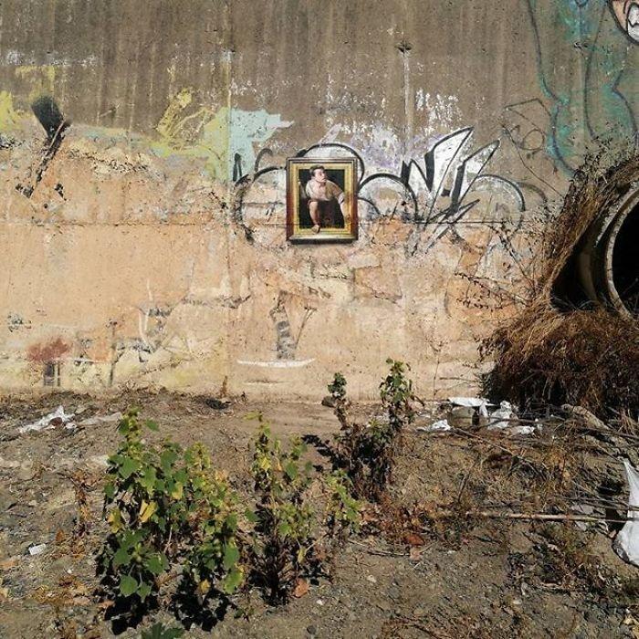 Он рисует копии классических картин на городских стенах и даже создает иллюзию рамочного обрамления копии, оптическая иллюзия, стрит-арт, стритарт, уличное искусство, уличный художник, шедевры