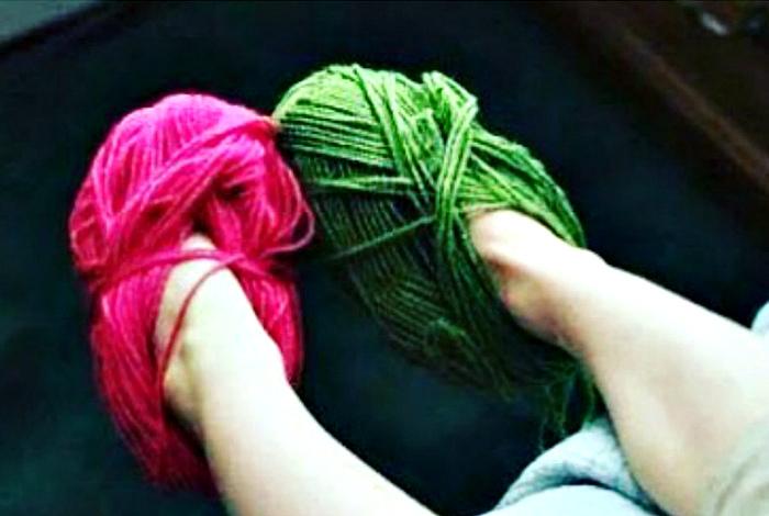 Мотки пряжи вместо носков. | Фото: micccp.com.