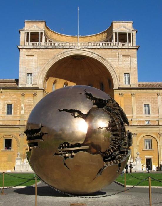 Таинственная скульптура со скрытым смыслом. /Фото: interest-planet.ru