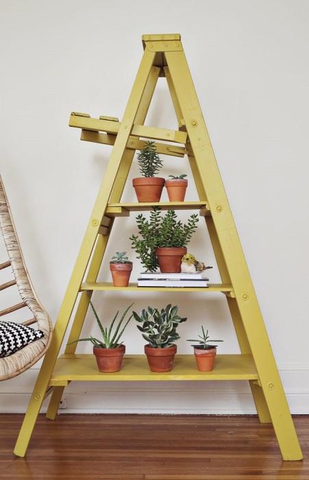 На лестнице можно разместить горшки с цветами. / Фото: museum-design.ru