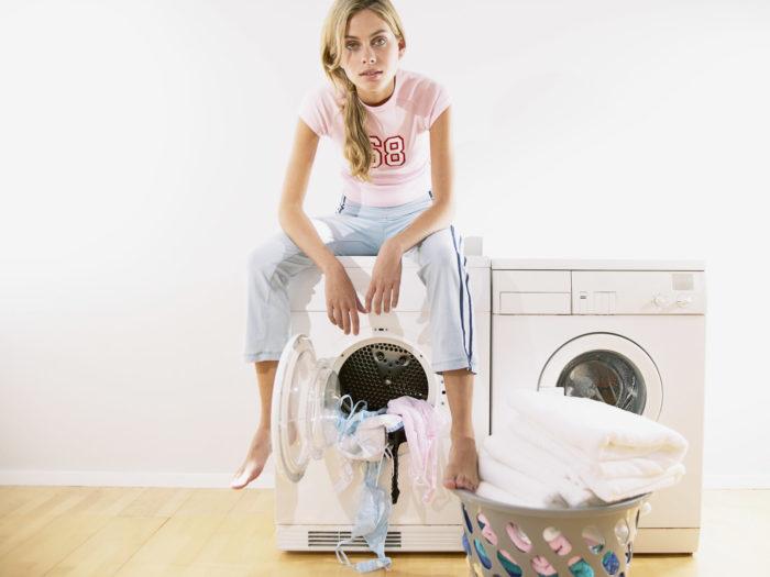 Как и чем вывести застарелые пятна с белой и цветной одежды в домашних условиях народными средствами и не только