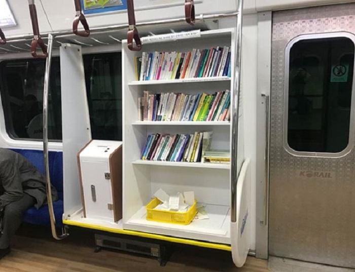 Библиотека в метро. /Фото:@YamhillScrub, old.reddit.com