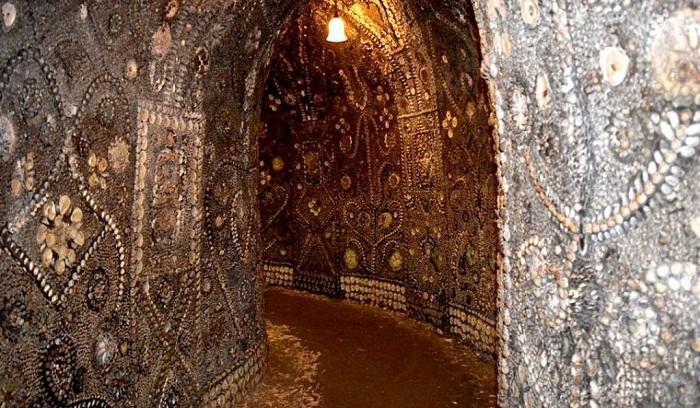 Каждый миллиметр площади грота украшены ракушечной мозаикой (Margate Shell Grotto).