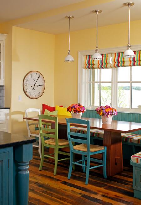 Яркое обновление: 12 идей для вашей кухни с разноцветными стульями фото 4