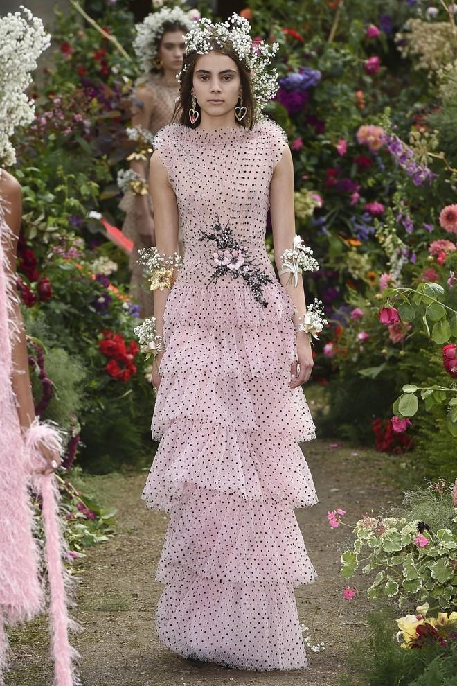 От фуксии до пыльной розы — 9 розовых платьев, которые нас покорили (фото 26)
