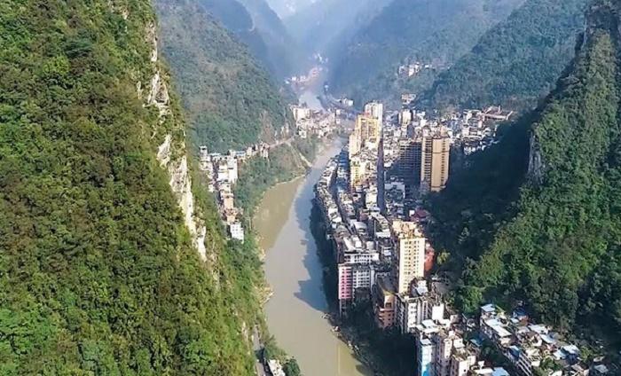 Яньцзинь – самый узкий город мира, спрятавшийся в глубине Тибета (Китай). | Фото: trendymen.ru.