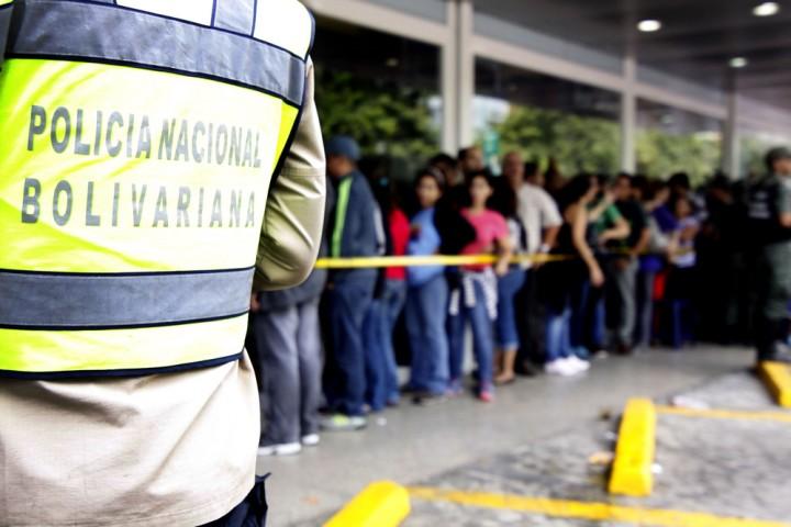 dakan4 Социалистическая «оккупация» в Венесуэле: Армия захватила магазины и раздает товары почти бесплатно