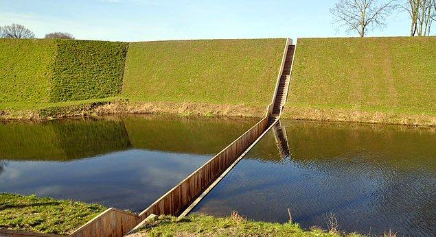 """Лестница-мост Моисея"" - Moses. Голландия."