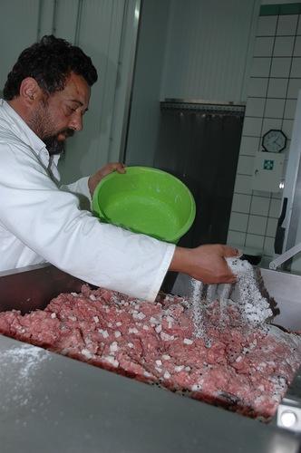 Как делают колбасу без консервантов