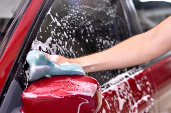 Из носка получится хорошая тряпка для мытья машины. /Фото: alfa-servis.com