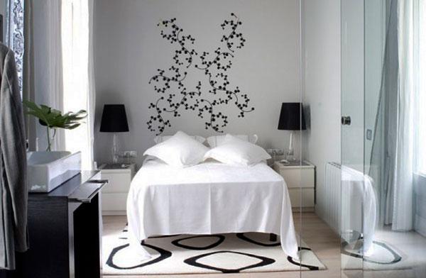Стеклянная перегородка для маленькой спальни