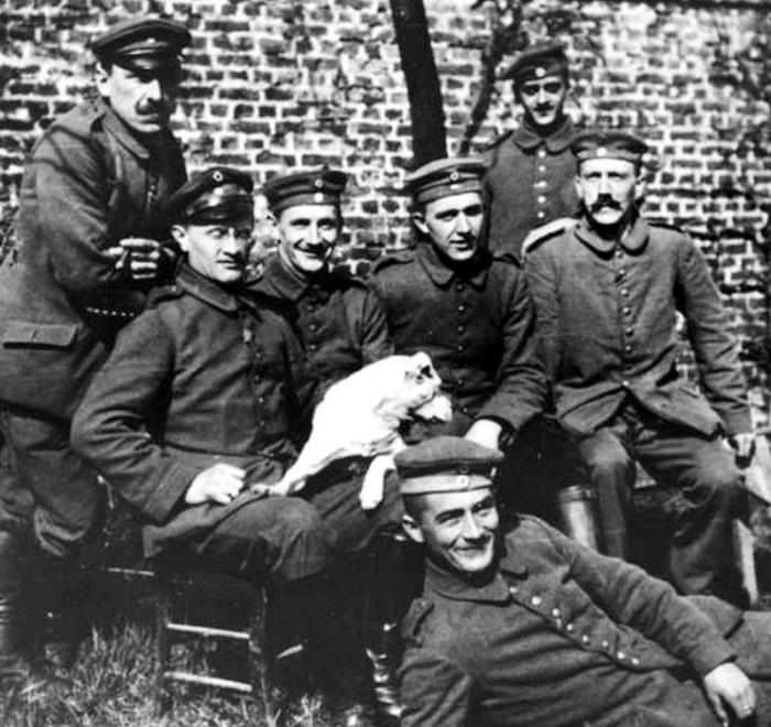 Гитлер — самая загадочная фигура в истории. 10 спорных теорий (9 фото)