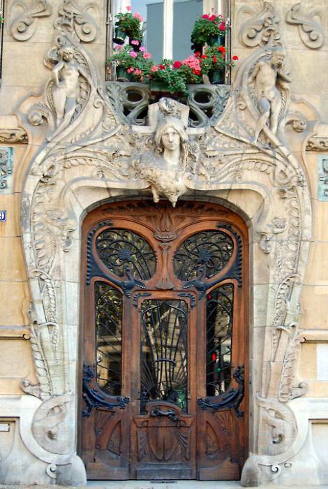 Роскошная дверь в стиле арт-нуво (аrt nouveau).