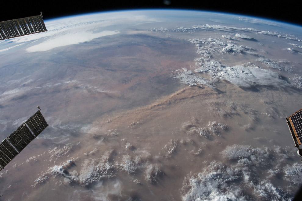 семья тарасова есть ли настоящие фото земли из космоса все