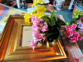 flowers and frame 290x217 {Guest Post} Faux Porcelain Flower Frame