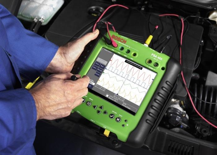 Диагностирование автомобильного двигателя с помощью мотор-тестера. | Фото: drive2.ru.