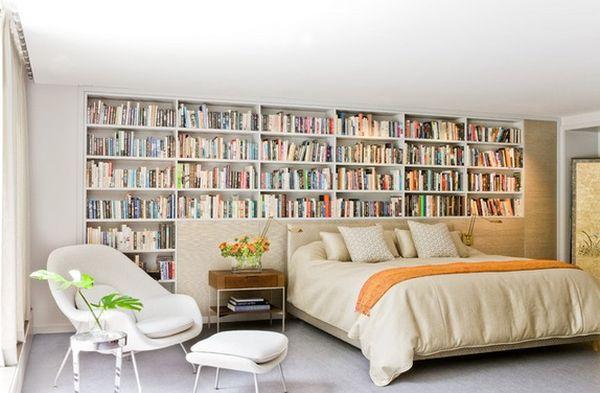 В спальне под книги можно отдать всю стену