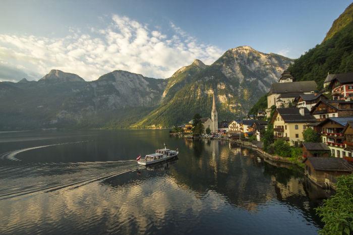 Сказочный городок зажатый между Гольштатским озером и Альпами.