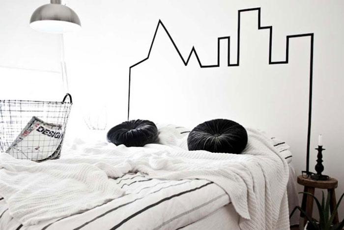 Нарисованное изголовье кровати.