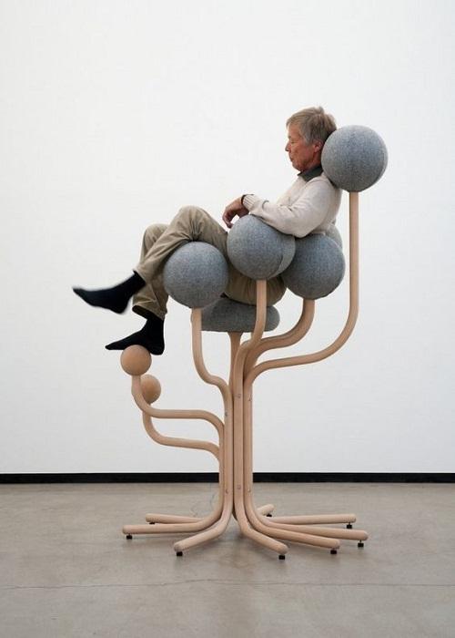 А это необычное кресло для философа или писателя.