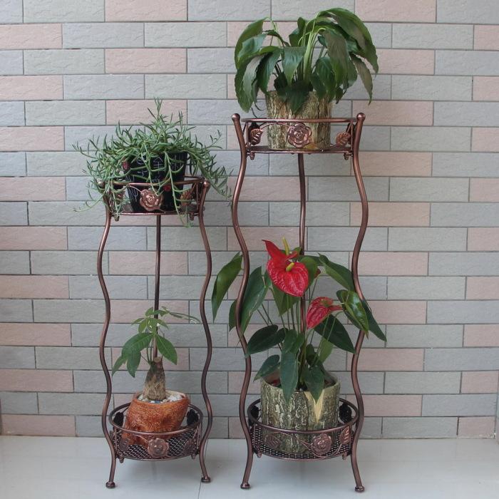 Кованые подставки для небольших комнатных цветов и растений.