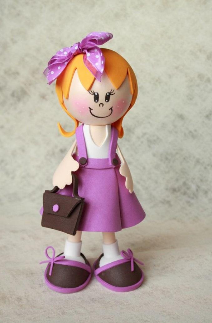 Вот такие у куклы из фоамерана туфельки с бантиками