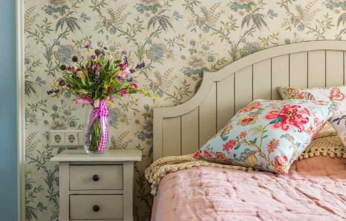 подушки с цветочным принтом