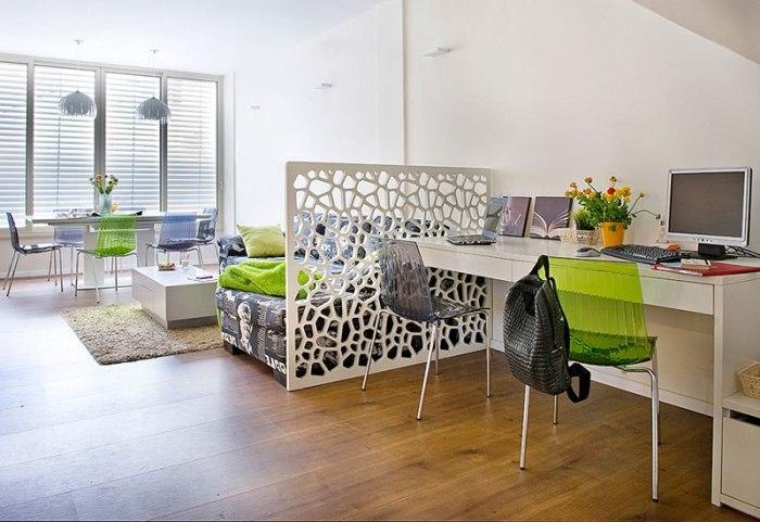 Каждый профессиональный дизайнер индивидуально подбирает приёмы, которые помогут зонировать пространство в помещении.