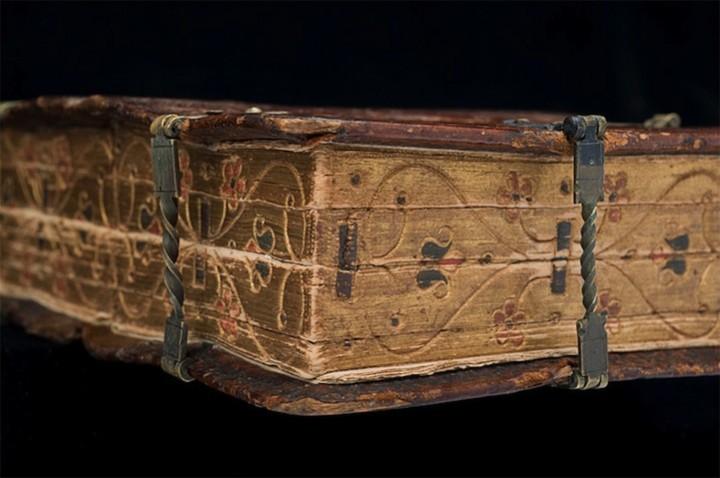 Старинная книга-трансформер