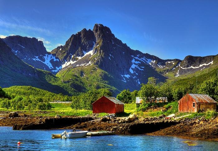 Даже в суровом краю есть необыкновенные места (Лофотенские острова, Норвегия).