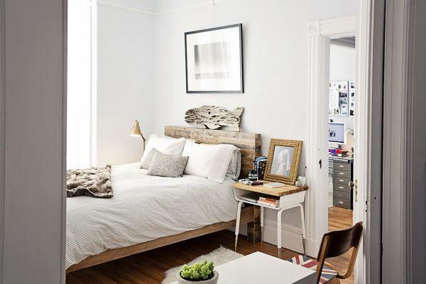 Винтажный, индустриальный и модернистский стили в одной спальне
