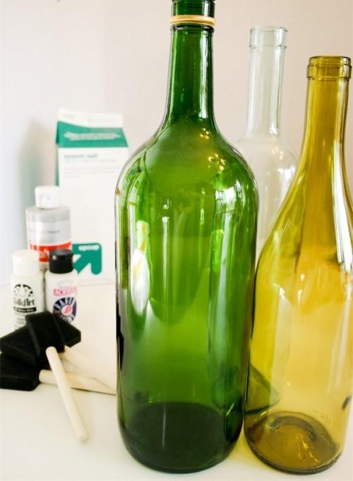 Приготовьте все необходимое для декупажа бутылки и приступайте к работе