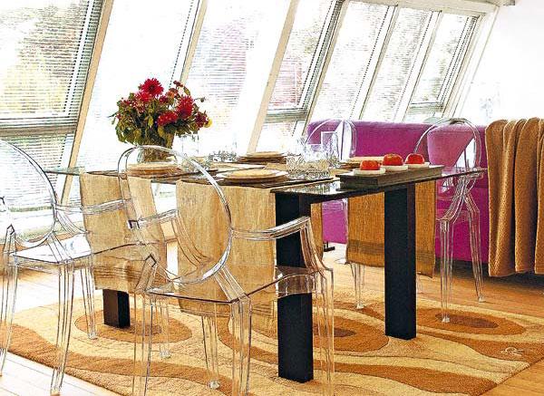 Сервировка стеклянного обеденного стола