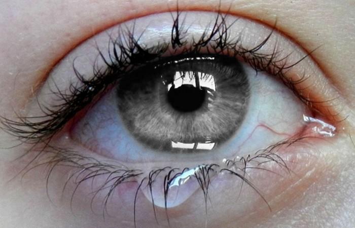 Слезы - это выход эмоций.