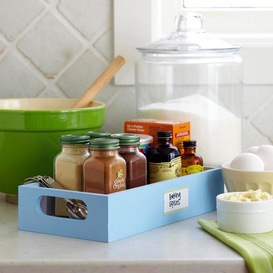 Способы хранения специй на кухне: лоток со специями
