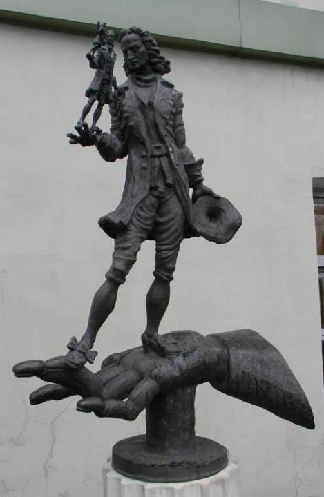 Памятники любимым героям сказок