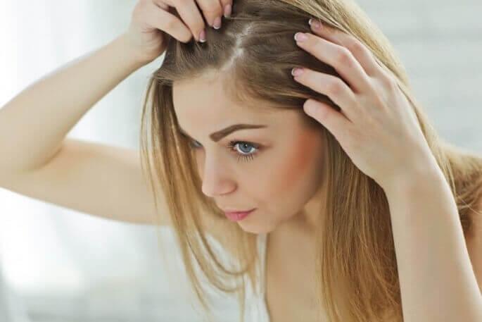 почему выпадают волосы на голове у женщин после 50 лет как лечить