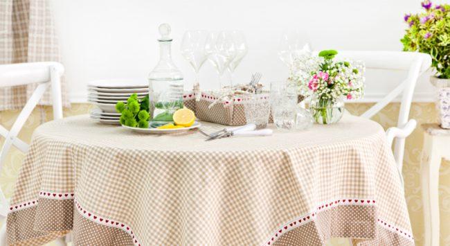 Скатерть на кухне поможет создать в ней атмосферу праздника