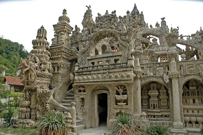 Свою мечту Фердинанд воплотил в фантастических формах замка.