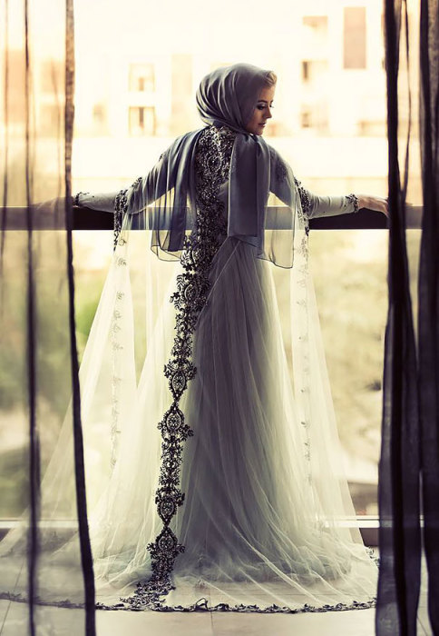 В платье лавандового цвета нет ни одного изъяна.