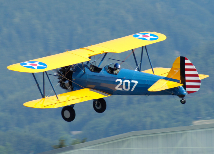 Биплан — самолет с неподвижными крыльями.