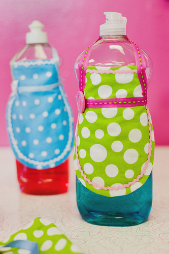 mini apron for soap bottle (333x500, 117Kb)