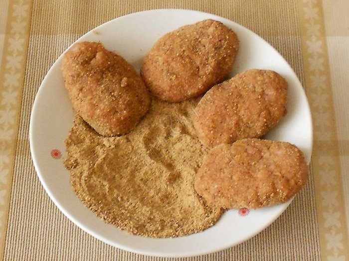 Добавляйте в фарш не хлеб, а панировочные сухари. / Фото: mr-chef.ru