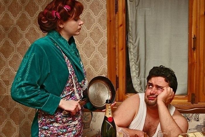 Тетки будут заниматься делами по дому, но не перестанут «пилить» мужа. / Фото: fishki.net