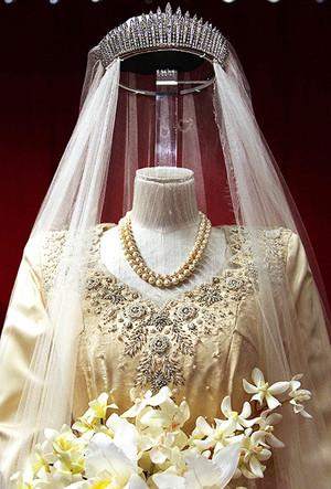Фото №34 - 16 самых известных, красивых и дорогих свадебных платьев за всю историю