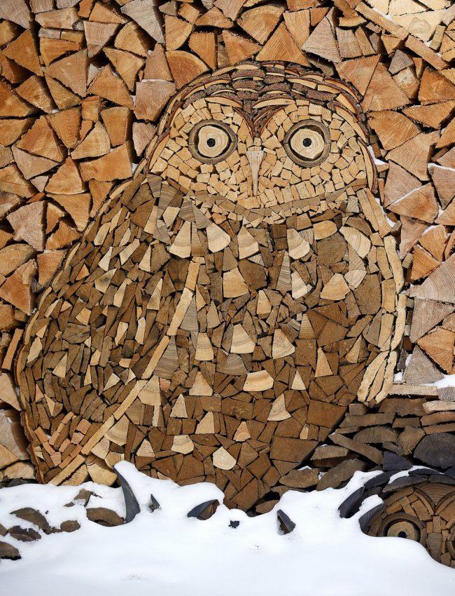 Вы можете проявить всю свою креативность, создав уникальный рисунок при укладке дров, который станет главным элементом декора в вашем дворе и будет притягивать взгляды всех гостей
