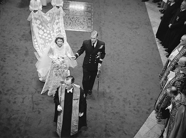 Фото №33 - 16 самых известных, красивых и дорогих свадебных платьев за всю историю