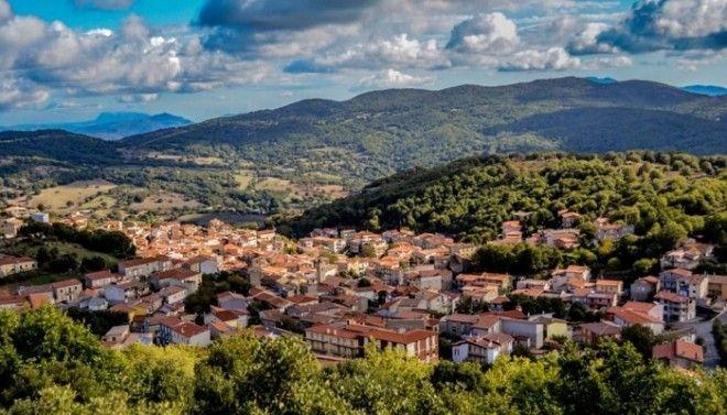 Город находится в одном из живописнейших районов Италии Остров Сардиния