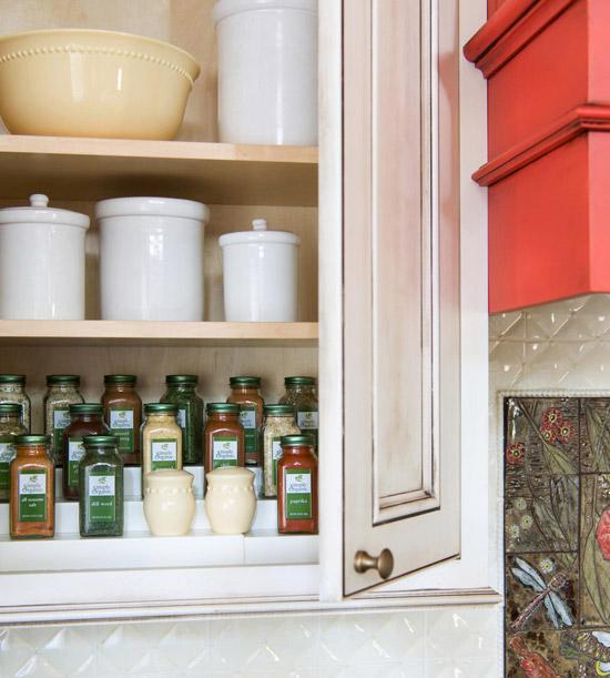 Способы хранения специй на кухне: многоуровневая подставка