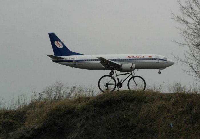 Самолет на велосипеде.